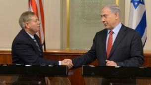 رئيس الوزراء بنيامين نتنياهو يجتمع مع عضو مجلس الشيوخ الأمريكي ليندسي غراهام في مكتب رئيس الوزراء في القدس في 27 ديسمبر 2014. Amos Ben Gershom/GPO/Flash90