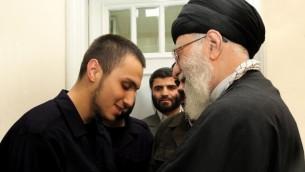 المرشد الاعلى الإيراني آية الله خامنئي وجاد مغنية (@khamenei_ar, Twitter)
