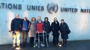 اعضاء البعثة الإسرائيلية خارج مبنى الامم المتحدة في جينيف (Facebook page of Channel 10's Orr Heller)