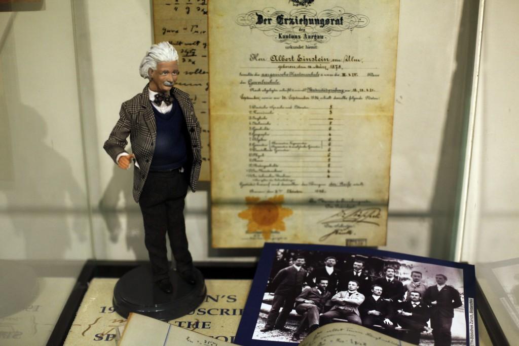 معرض في ارشيف ألبرت اينشتاين في الجامعة العبرية في القدس (Flash90)