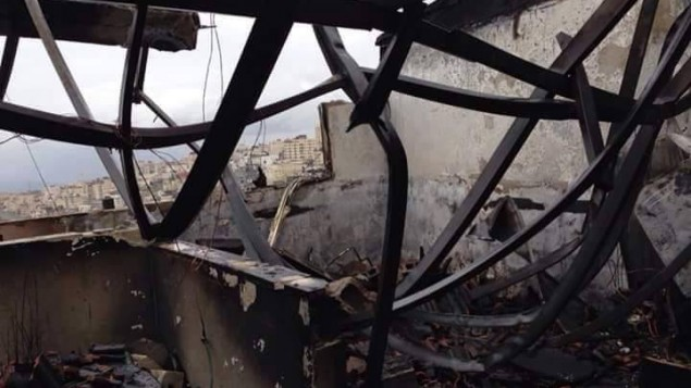 منزل محروق في مخيم اللاجئين شعفاط، بعد اندلاع حريق، 9 يناير 2015 (courtesy/Peace Emergency Team)