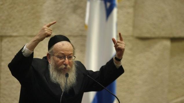 النائب يعكوف ليتزمان خلال جلسة الكنيست عام 2007 (Michal Fattal/Flash90)