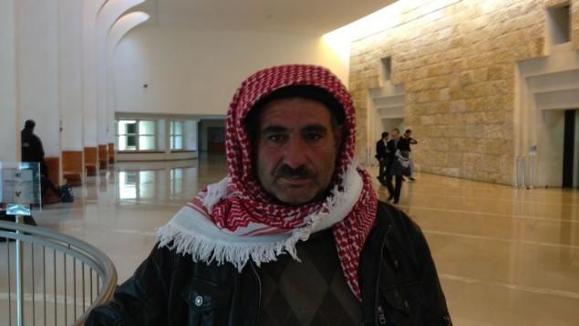 جهاد النواجة من بلدة سوسيا في المحكمة العليا في القدس، 12 ابريل 2015 (Elhanan Miller/Times of Israel)