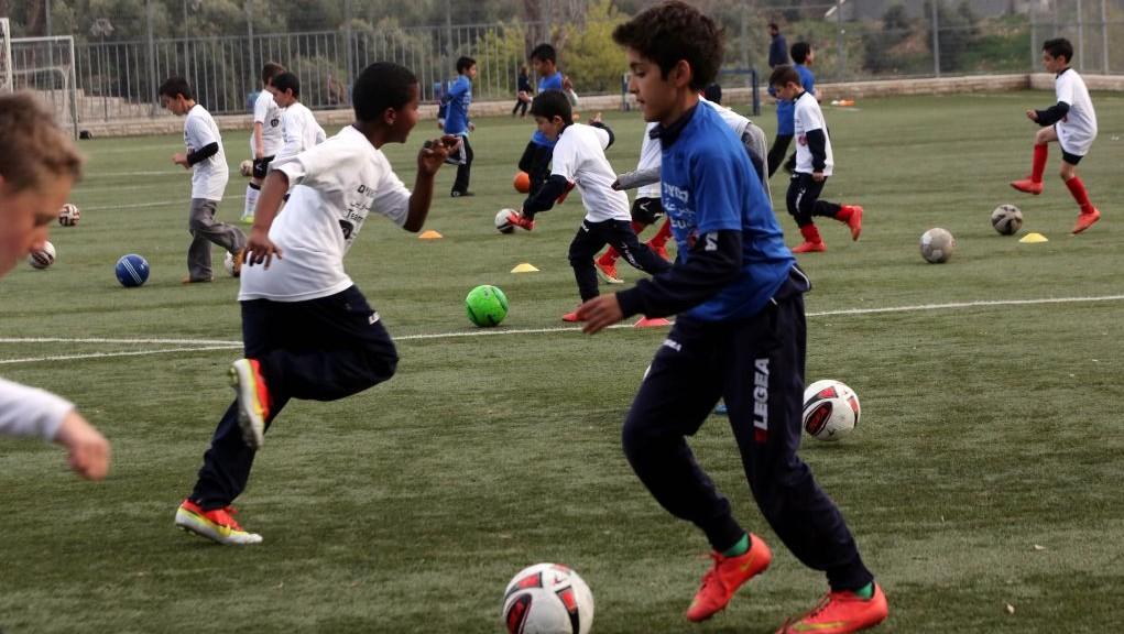 """اطفال يشاركون في """"مجموعة المتساويين"""" يتدربون في القدس، 19 مارس 2015 (courtesy/Yossi Zamir)"""