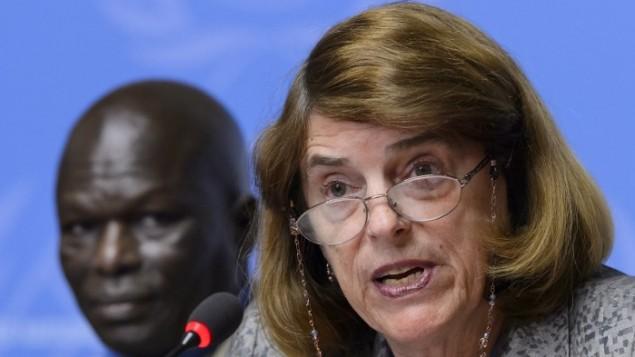 رئيسة لجنة التحقيق بحرب غزة لمجلس حقوق الانسان الأممي ماري مكغوان دافيس خلال مؤتمر صحفي في مكتب الأمم المتحدة في جنيف، 22 يونيو 2015 (AFP/Fabrice Coffrini)