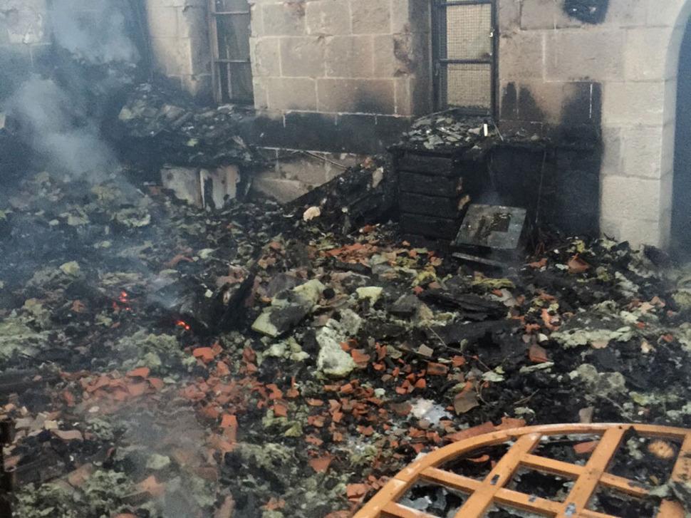 نتائج الحريق في كنيسة المضاعفة في الطابغة، على ضفاف بحيرة طبريا، 18 يونيو 2015 (Fire and Rescue Services)