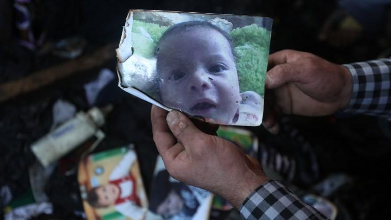 صورة الرضيع الفلسطيني علي سعد دوابشة الذي قتل بهجوم الحرق في بلدة دوما جنوب نابلس، 31 يوليو 2015 (JAAFAR ASHTIYEH / AFP)