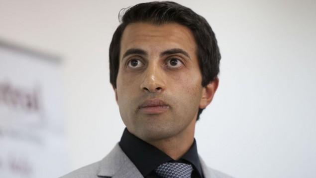 مصعب حسن يوسف، ابن الشيخ حسن يوسف، من مؤسسي حركة حماس، خلال مؤتمر صحفي في القدس، 19 يونيو 2012 (Yonatan Sindel/Flash90)