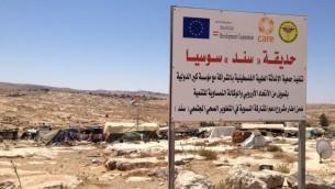 ملعب محلي تبرع به الإتحاد الأوروبي ومنظمات أخرى، 19 يوليو، 2015. (Elhanan Miller/Times of Israel)