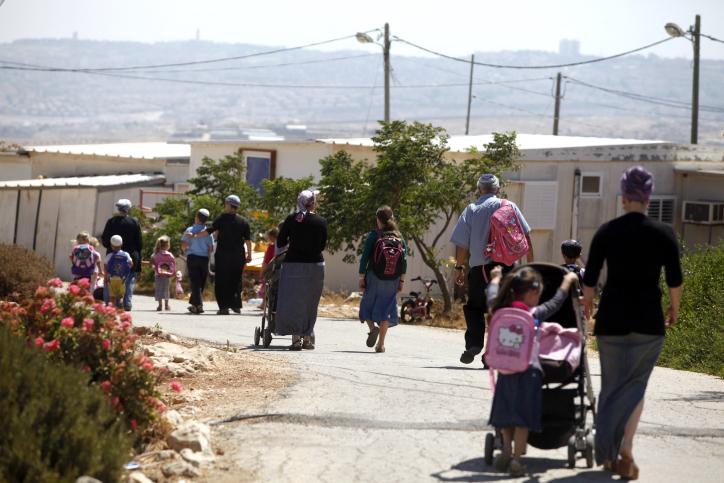 سكان مستوطنة ميغرون التي تم اخلائها عام 2012 (Lior Mizrahi/Flash90)