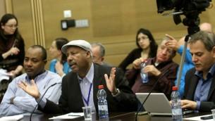 عضو الكنيست أفراهام نيغوسه يتحدث خلال إجتماع لجنة في الكنيست الإسرائيلي قس 2012. (Miriam Alster/FLASH90)