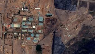 مجمع اليرموك العسكري في العاصمة السوادنية الخرطوم كما يظهر في صور الأقمار الإصطناعية في 12 اكتوبر، 2012، بعد هجوم مزعوم. ( The Yarmouk military complex in Khartoum, Sudan seen in a satellite image made on October 12 2012, after the alleged attack. (AP/DigitalGlobe via Satellite Sentinel Project)