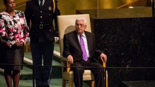 رئيس السلطة الفلسطينية محمود عباس قبل خطابه امام الجمعية العامة للأمم المتحدة في نيويورك، 30 سبتمبر 2015 (Andrew Burton/Getty Images/AFP)