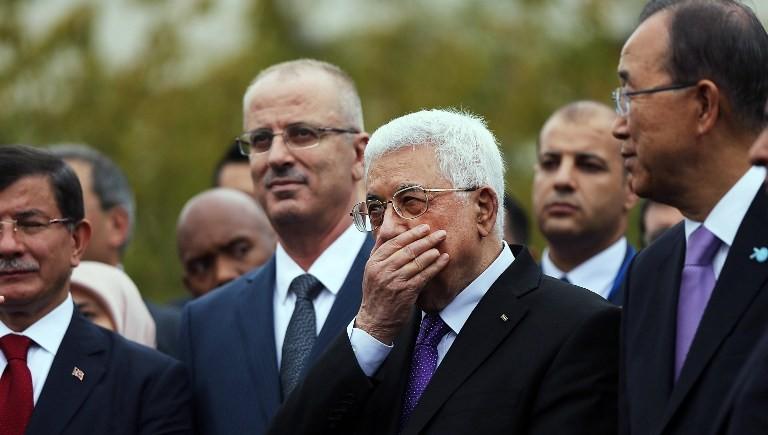 الرئيس الفلسطيني محمود عباس لحظات قبل رفع العلم الفلسطيني للمرة الأولى امام مقر الأمم المتحدة في نيويورك، 30 سبتمبر 2015 (Spencer Platt/Getty Images/AFP)