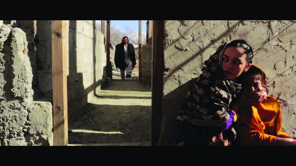 في 'دختار'، ام شابة تخبئ ابنتها المشاكسة البالغة 10 اعوام وتفر من زواج قاصرات (Armughan Hassan)