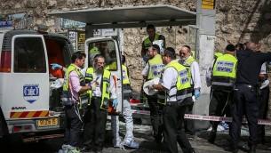 موقع هجوم دهس وطعن ادى الى مقتل شخص واصابة خمسة، في شارع ملخي يسرائيل في القدس، 13 اكتوبر 2015 (Hadas Parushl/FLASH90)