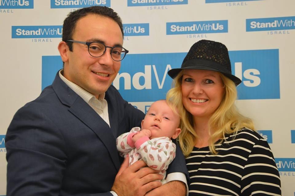 مارك حلاوة، زوجته ليندا وابنتيهما في حدث مؤخر لستاند ويذ اس في القدس (StandWithUs)