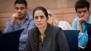عضو الكنيست عنات بيركو خلال مشاركتها في جلسة للجنة الشؤون الخارجية والدفاع في الكنيست، 19 نوفمبر، 2015. (Miriam Alster/FLASH90)