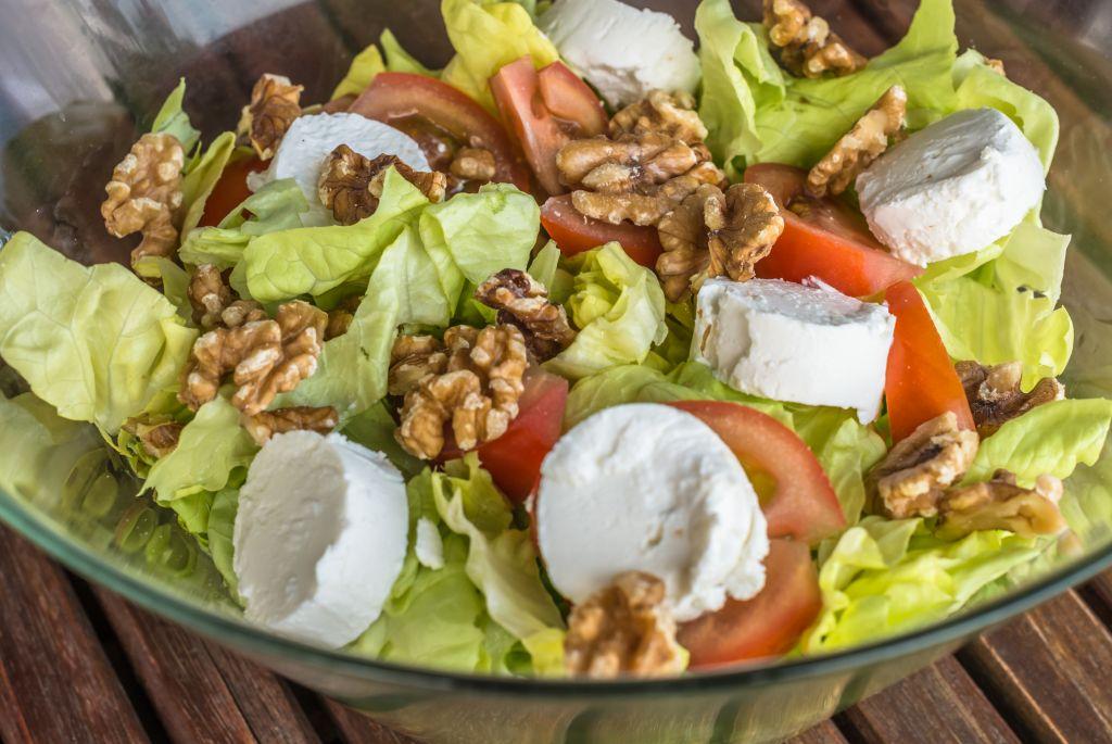 انظمة الاكل قليلة النشويات فعالة، يقول سيغال، حتى العودة لأكل النشويات من جديد (صورة توضيحية لسلطة via Shutterstock)