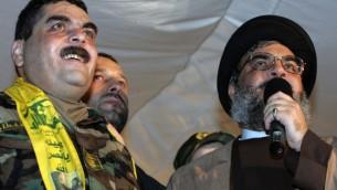 (ارشيف) قائد حزب الله حسن نصرالله بجانب الاسير اللبناني المحرر سمير قنطار في الضاحية الجنوبية في بيروت (AFP PHOTO/MUSSA AL-HUSSEINI)