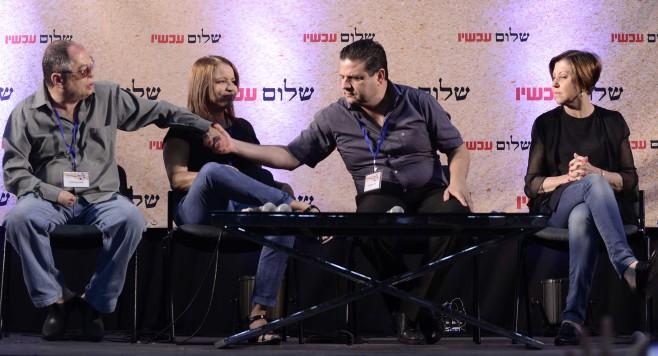 """ايمن عودة في مؤتمر لمنظمة """"السلام الان"""" في تل ابيب، 24 يوليو 2015 (Tomer Neuberg/Flash90)"""