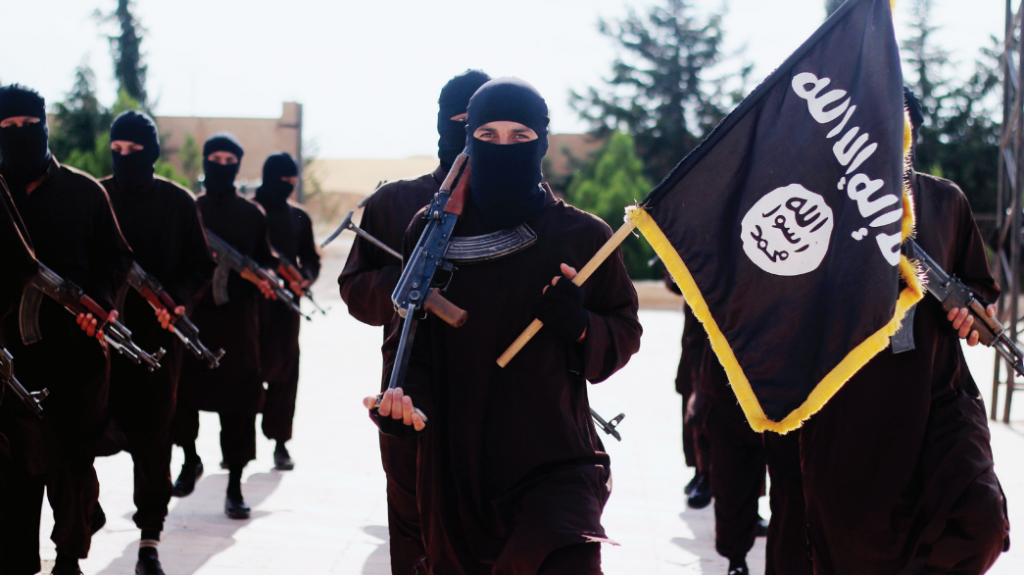 مقاتلو تنظيم الدولة الإسلامية (screen capture: Dabiq Magazine)