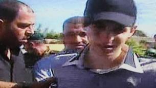 الجندي الإسرائيلي جلعاد شاليط في يوم اطلاق سراحه، 18 اكتوبر 2011 (Flash90)