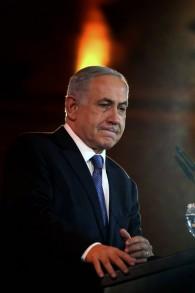 رئيس الوزراء بنيامين نتنياهو يتحدث خلال احتفال في العام الجديد مع ممثلي الصحافة الاجنبية في القدس، 14 يناير 2016 (AFP / GALI TIBBON)