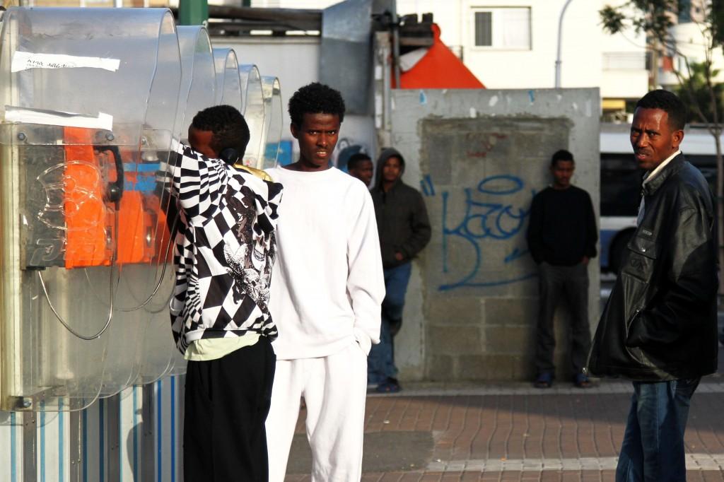 طالبو لجوء سودانيين وارتريين في تل ابيب (Nicky Kelvin/Flash90)