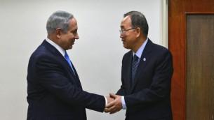 رئيس الوزراء بنيامين نتنياهو يرحب في امين عام الامم المتحدة بان كي مون قبل مؤتمر صحفي مشترك في مكتب رئيس الوزراء في القدس، 20 اكتوبر 2015 (Kobi Gideon/GPO)