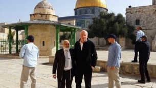 الوزير أوري ارئيل في الحرم القدسي (Uri Ariel's spokesman's office)
