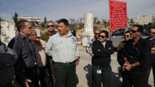 منسق أتشطة الحكومة الإسرائيلية في الأراضي، الميجر جنرال يوآف مردخاي، في 2015. (Gershon Elinson/Flash90)