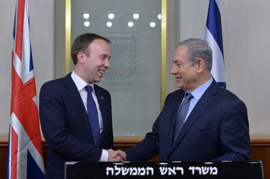 رئيس الوزراء بنيامين نتنياهو يلتقي مع وزير الدولة البريطاني ماثيو هانكوك في القدس، 17 فبراير 2016 (Kobi Gideon / GPO)