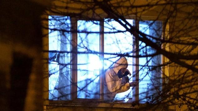 الشرطة الشرعية تتفحص شقة تقع بالقرب من موقع تبادل نيران في بروكسل، 16 مارس 2016 (AFP / Belga / Nicolas Maeterlinck)