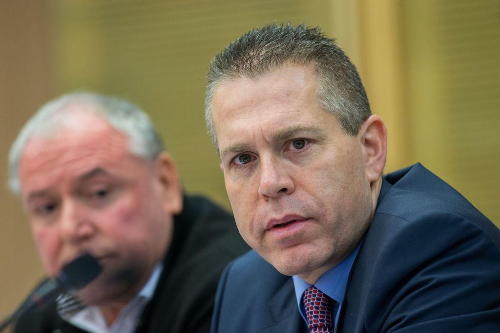 وزير الامن العام جلعاد اردان خلال جلسة للجنة الشؤون الداخلية في الكنيست، 9 فبراير 2016 (Yonatan Sindel/Flash90)