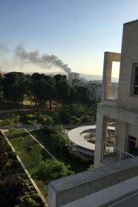 سحابة دخان تظهر من وسط القدس بعد أنباء عن انفجار حافلة في 18 أبريل، 2016. (Courtesy Stuart Davidovich)
