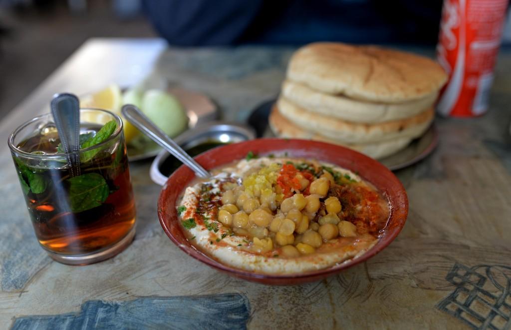 الحمص اللذيذ في 'كيريم هاتيمانيم' في تل ابيب