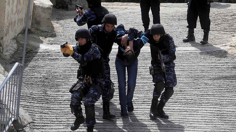 صورة توضيحية لتدريب للقوات الخاصة الفلسطينية في مدينة رام الله، 2014 (Issam Rimawi/Flash90)