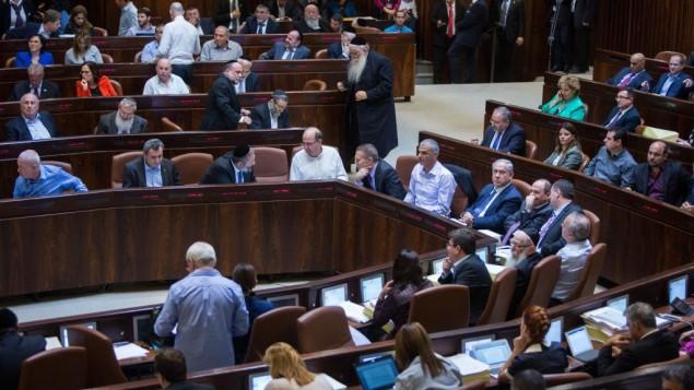 الكنيست خلال التصويت على ميزانية الدولة للعام 2015-2016، 18 نوفمبر، 2015. (Yonatan Sindel/Flash90)