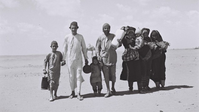 يهود يمنيون يتجهون إلى عدن، موقع مخيم إستقبال، قبل هجرتهم إلى إسرائيل، 1949. (Kluger Zoltan/Israeli National Photo Archive/public domain)