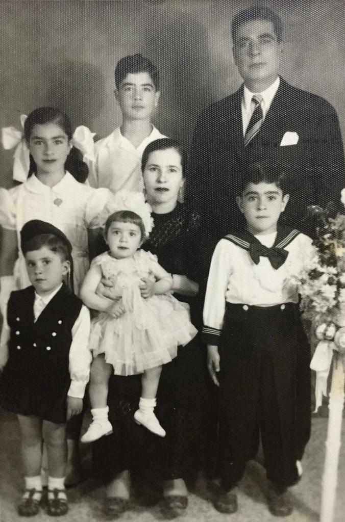 والدي مع والديه واشقائه، عام 1956