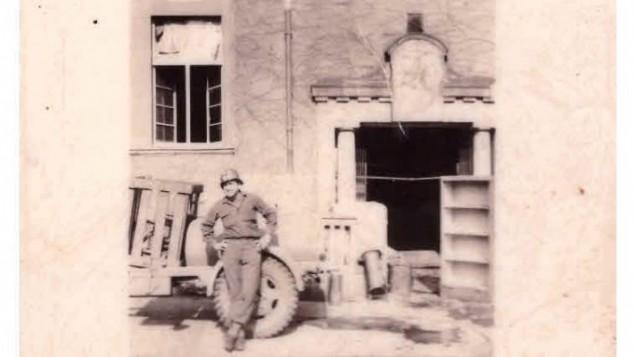 جولز هلفنر خارج كتدرائية كولون في 2 مارس، 29145. (Jules Helfner)