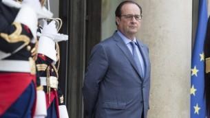 الرئيس الفرنسي فرانسوا هولاند ينتظر نظيره الاوكرايني في قصر الاليزي في باريس، 21 يونيو 2016 (AFP PHOTO / GEOFFROY VAN DER HASSELT)