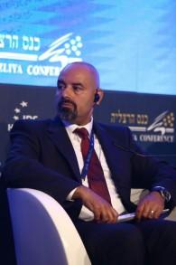 السفير الاردني في اسرائيل وليد عبيدات خلال خطاب في مؤتمر هرتسليا، 16 يونيو 2016 (Adi Cohen Zedek)