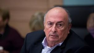 رئيس لجنة العمل، الرفاه الاجتماعي والصحة، الي الالوف، يحضر جلسة للجنة في الكنيست، 7 ديسمبر 2016 (Yonatan Sindel/Flash90)