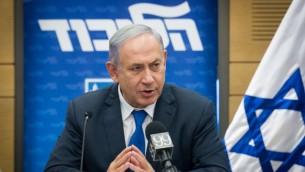 رئيس الوزراء بينيامين نتنياهو خلال جلسة لفصيل 'الليكود' في الكنيست، 20 يونيو 2016 (Miriam Alster/Flash90)
