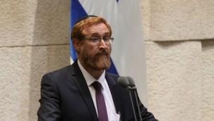 يهودا غليك خلال أدائه لليمين كعضو كنيست في 25 مايو، 2016 (Knesset Spokesperson's Office)
