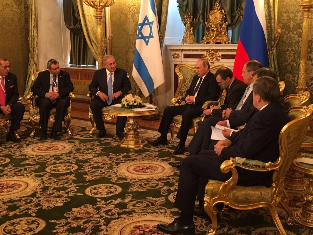 رئيس الوزراء بنيامين نتنياهو يلتقي بالرئيس الروسي فلاديمير بوتين في الكرملين، 7 يونيو 2017 (Prime Minister's Office)
