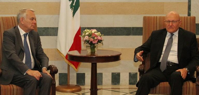 رئيس الوزراء اللبناني تمام سلام يلتقي بوزير الخارجية الفرنسي جان مارك آيرولت في القصر الحكومي اللبناني في بيروت، 12 يوليو 2016 (AFP Photo/Anwar Amro)