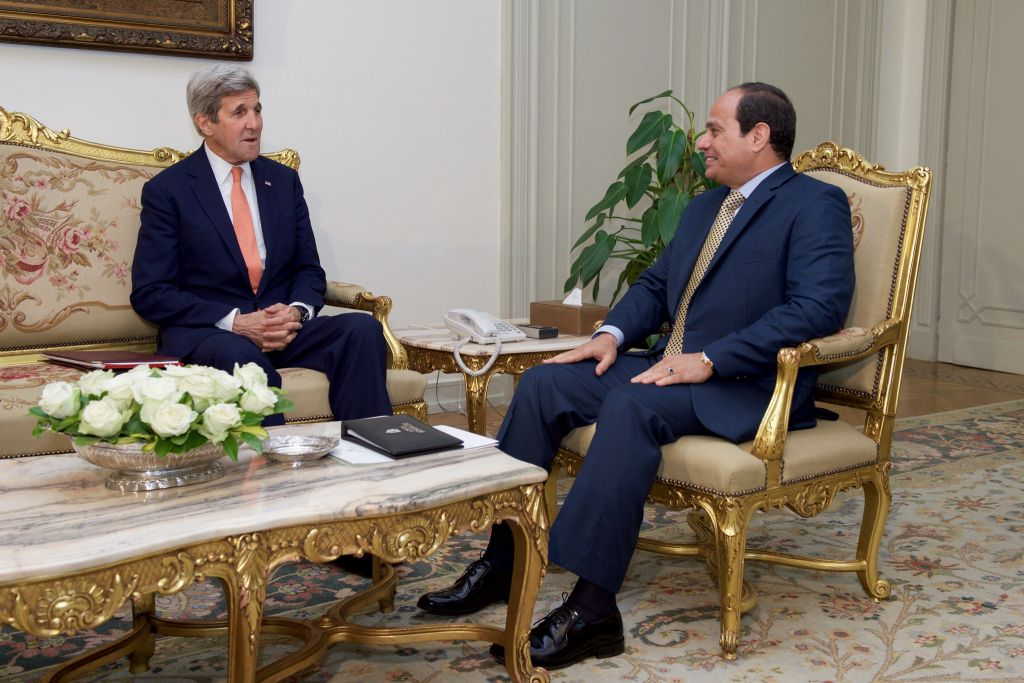وزير الخارجية الامريكي جون كيري يلتقي بالرئيس المصري عبد الفتاح السيسي في القاهرة، 20 ابريل 2016 (US State Department)
